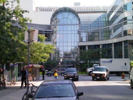 Market/Bazaar/Shopping center  - Eaton Center, Shopping Center