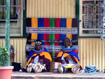Frauen in traditioneller Kleidung - Pilgrim's Rest - alte Goldgräberstadt