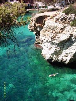 Glasklares Wasser - Bucht von Cala Santanyi