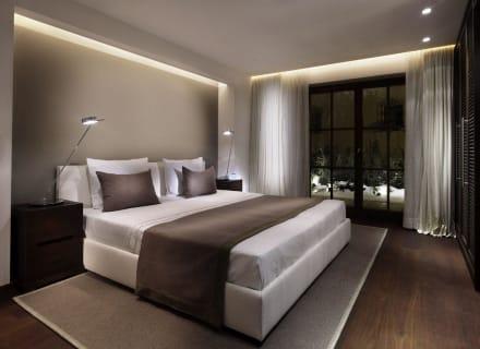 schlafzimmer harisch suites bild hotel weisses r ssl in kitzb hel tirol sterreich. Black Bedroom Furniture Sets. Home Design Ideas