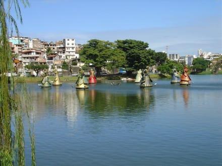 Park mit afrikanischen Göttern - Dique de Tororo