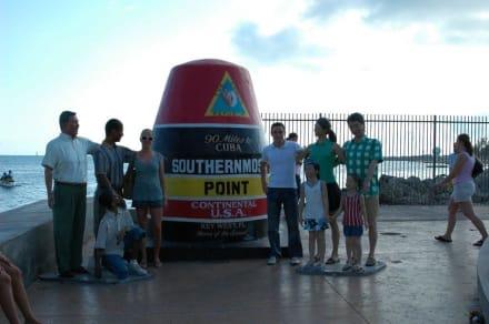 Wir am südlichsten Punkt der USA - Southernmost Point
