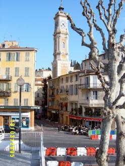 Blick vom Busbahnhof (Gare Routier) auf das Hotel Villa la T - Altstadt Nizza