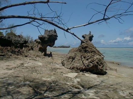Korallenfelsenformationen - Insel Mesali