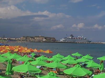 Von der Strandpromenade auf den Hafen gesehen - Altstadt Rethymno