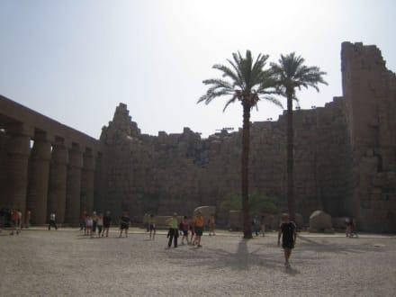 Der erste Innenhof vom Karnak Tempel - Amonstempel Karnak
