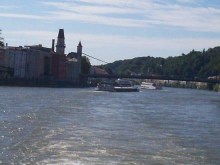 Auf der Donau mit Blick auf Passau - Altstadt Passau