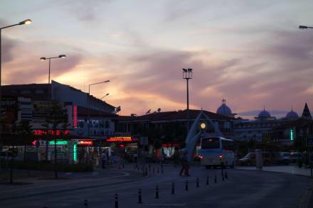 Abendstimmung im Ort - Einkaufen & Shopping