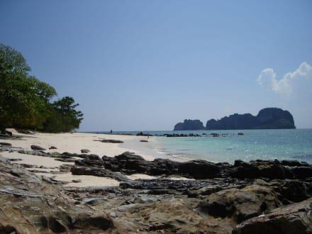 Strand und Nachbarinsel - Bamboo Island