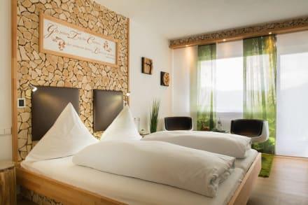 das schwarzwald design zimmer bild hotel winterhaldenhof in schenkenzell baden w rttemberg. Black Bedroom Furniture Sets. Home Design Ideas