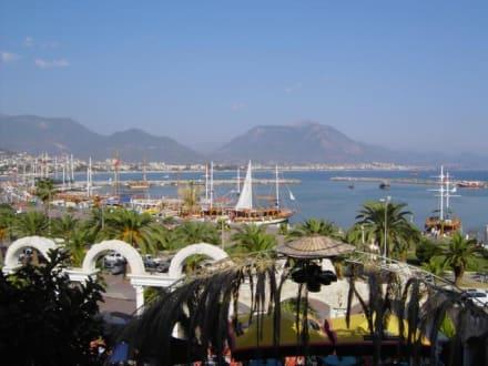 Schöne Sicht auf den Hafen - Hafen Alanya