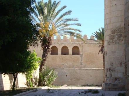 Tempel/Kirche/Grabmal - Ribat und Große Moschee
