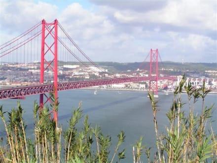 Hängebrücke in Lissabon - Brücke des 25. April