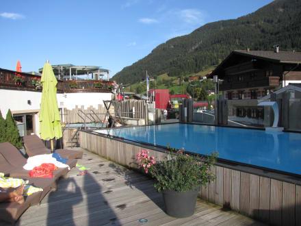 Schwimmpool bild hotel alpine palace new balance luxus for Schwimmpool angebote