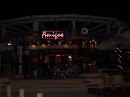 Amigos - Cocktailbar bei Nacht - Amigos - Cocktailbar