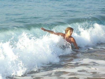 Kampf mit den Wellen - Strand Calella