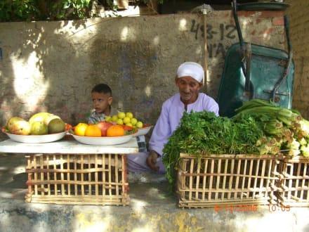 Opa und Enkel im Bazar Viertel - Zentrum Hurghada