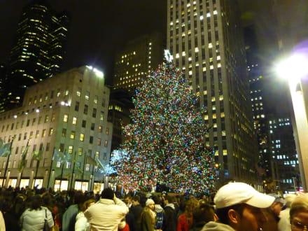 Rockefeller plaza bild weihnachtsbaum am rockefeller center in new york manhattan - Weihnachtsbaum rockefeller center ...