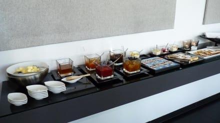 fr hst cksbuffet bild hotel ceres am meer in binz auf. Black Bedroom Furniture Sets. Home Design Ideas