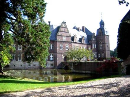 Schloss Darfeld mit Gräfte - Wasserschloss Darfeld