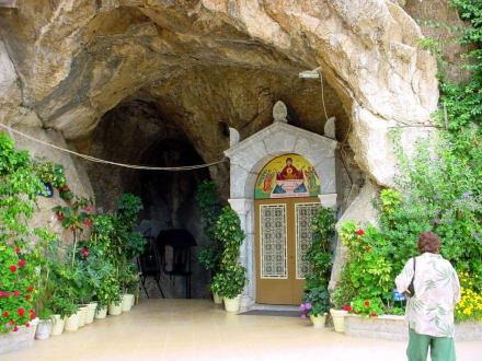 Eingang zur Höhle - Höhlenkirche