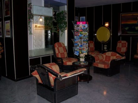 Entrance & lobby -