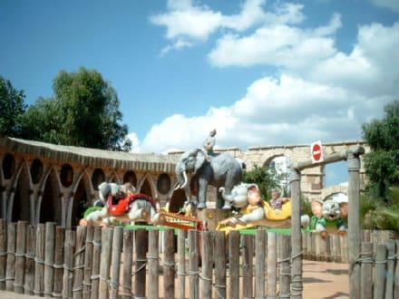 Kinder-Flieger-Karusell mit Tierfiguren - Carthageland