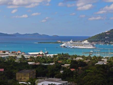 Panorama-Road Town - Tortola Islands