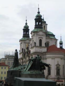 Statue am Altstädter Ring - St. Nikolaus Kirche (Altstädter Ring)