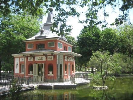 Retiro-Park / Ein Fischerhäuschen als Info-Stand - Retiro-Park