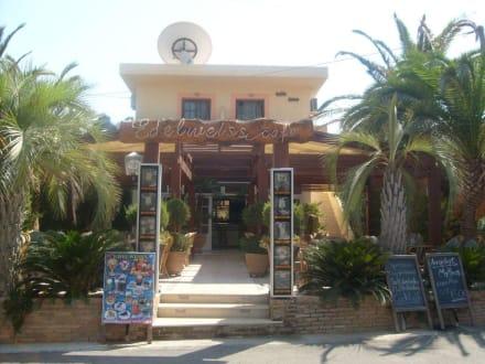 Hotel und Bareingang - Cafe Bar Edelweiss