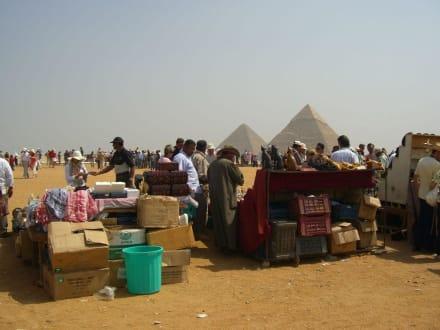Händler auf dem Giseh Plateau - Pyramiden von Gizeh