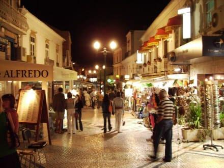 Shopping am Abend - Altstadt Albufeira