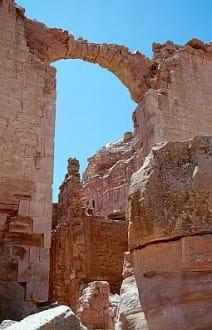 Petra - Ruinen des Tempels Qasr al-Bint - Felsenstadt Petra