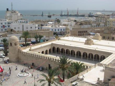 Blick vom Wehrturm - Ribat und Große Moschee