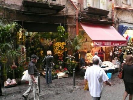 Landgang in Napoli - Altstadt Neapel