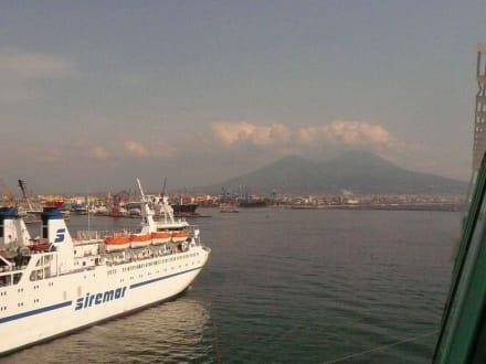 Landgang in Napoli - Vulkan Vesuv