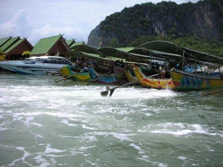 Auf dem Weg zu James Bond Island - Muslimisches Seezigeunerdorf Koh Panyi