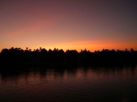 Sonnenuntergang auf dem Nil - Bootstour auf dem Nil