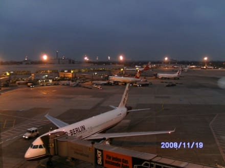Schöne Aussichten am Abend - Flughafen Düsseldorf (DUS)