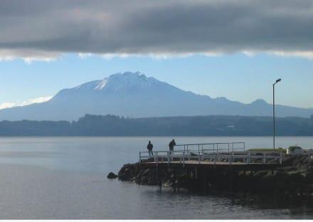 Puerto Varas am Lago Llanquihue mit Vulkan Calbuco - Umgebung Puerto Varas