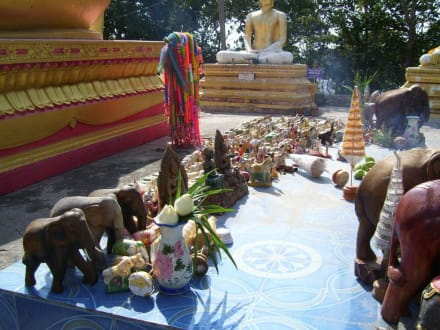 Viele Figuren - Big Buddha