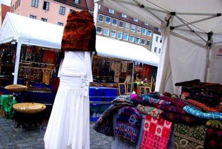Stoffe Nürnberg stoffe bild herbstmarkt nürnberg in nürnberg