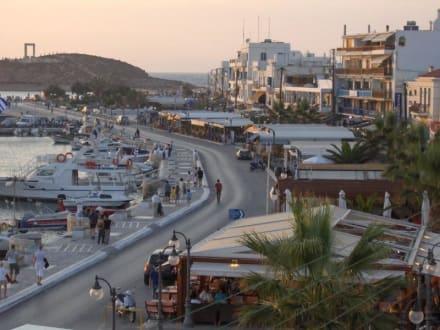 Der Hafen und die Promenade - Hafen Naxos Stadt