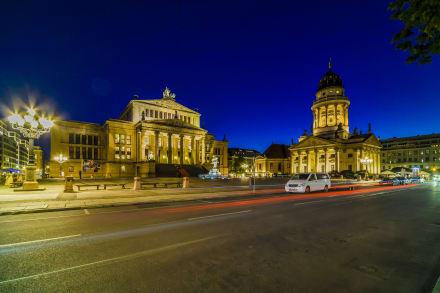 Konzerthaus, rechts Französischer Dom - Gendarmenmarkt