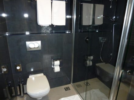 Edle materialien im badezimmer bild hotel in biograd in biograd na moru dalmatien kroatien - Edle badezimmer ...