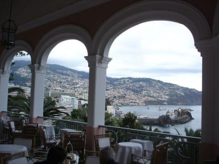 Blick von der Terrasse des Reids Palace Hotel - 2 - Teatime im Reids Palace Hotel