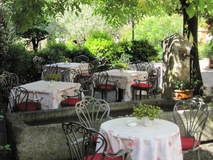 Tische im Garten - Hotel Ansitz Plantitscher Hof