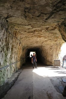Tunnel auf dem Weg zur Kirche - Madonna della Corona