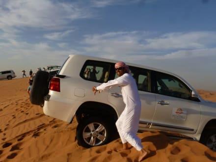 Unser Fahrer hat Spass - Wüstentour Dubai